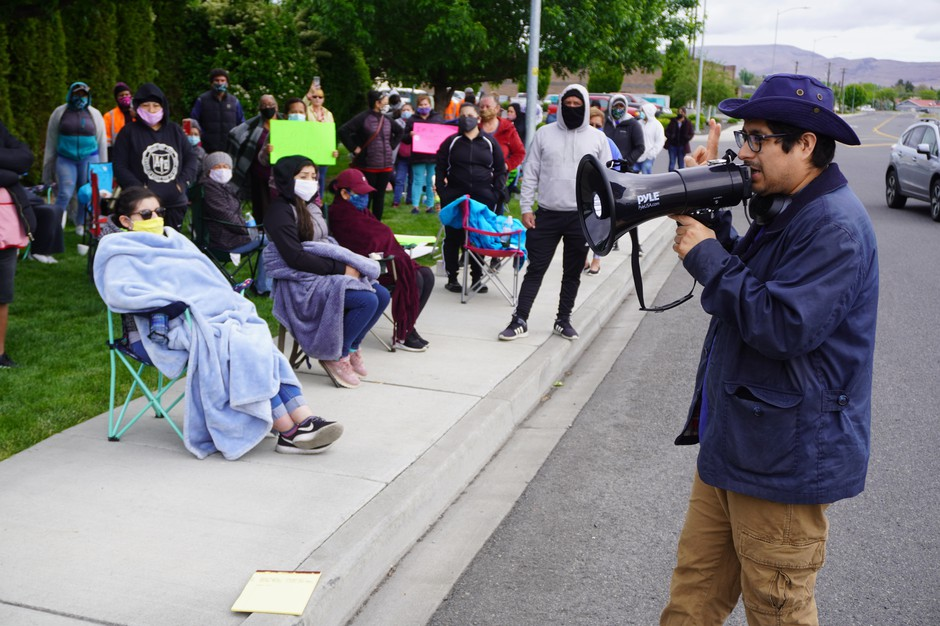 Northwest Justice Project Attorney David Morales addresses striking Matson Fruit workers on May 13 to inform them of labor rights and ask for testimonies of working conditions on the production line.