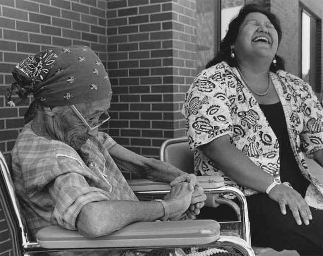 Elizabeth Woody sits with her grandmother Lizzie Pitt in 1986.