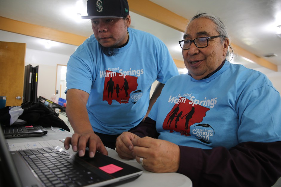 Scott Kalama helps Louie Pitt fill out a census form online in Warm Springs, March 12, 2020.