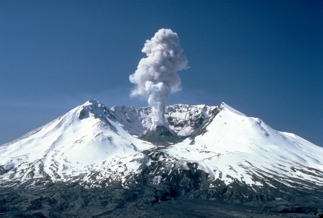 Mount St. Helens is several miles west of where it might be expected to be when looking at the Ring-Of-Fire.