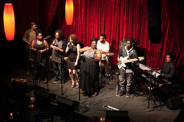 Errick Lewis and Expressive Vibe Entertainment got the night rocking at Jimmy Maks. On this night, the band and the crowd paid tribute to ChakaKhan.