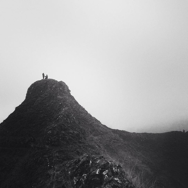 Photographer Paul Wolfe captured a couple's proposal on top of Munra Point in Mt. Hood National Forest on Thanksgiving.