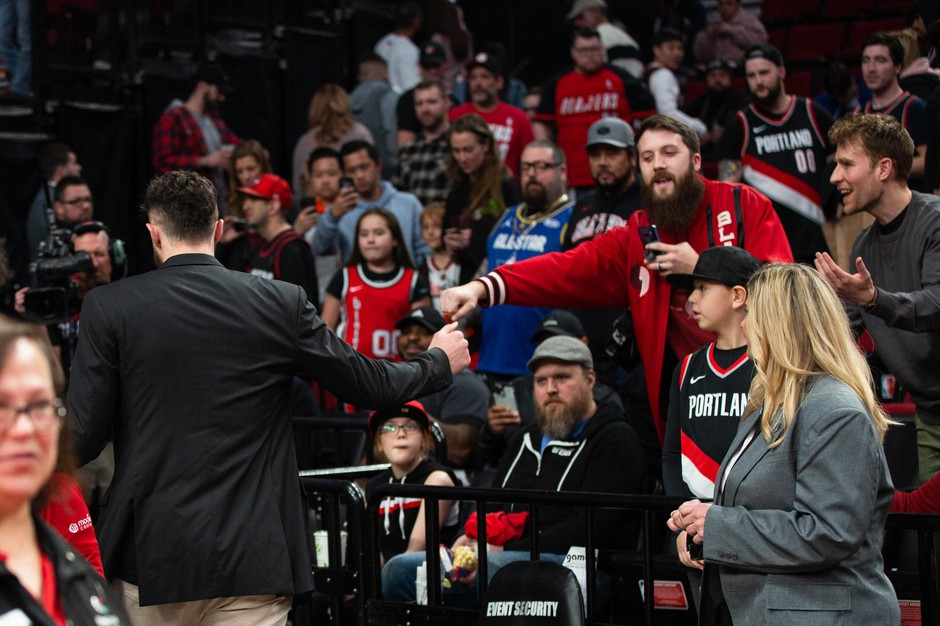 Trail Blazers center Jusuf Nurkić (left) fist bumps a fan after Portland fell to the Sacramento Kings on March 9, 2020. The NBA has advised against handshakes and autographs amid the coronavirus outbreak, and has reportedly told teams to prepare to play in empty stadiums.