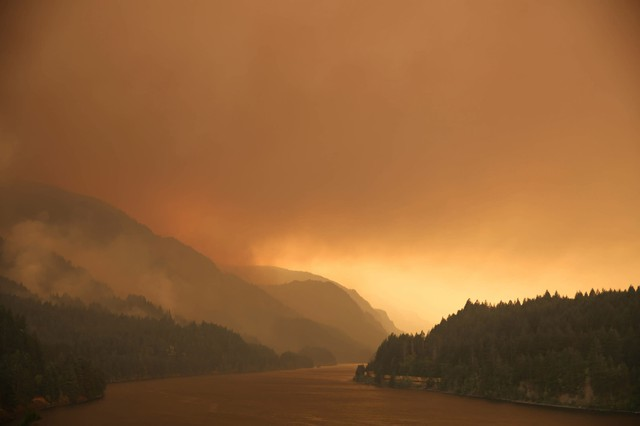 Smoke from the Eagle Creek Wildfirefills the Columbia River Gorge.